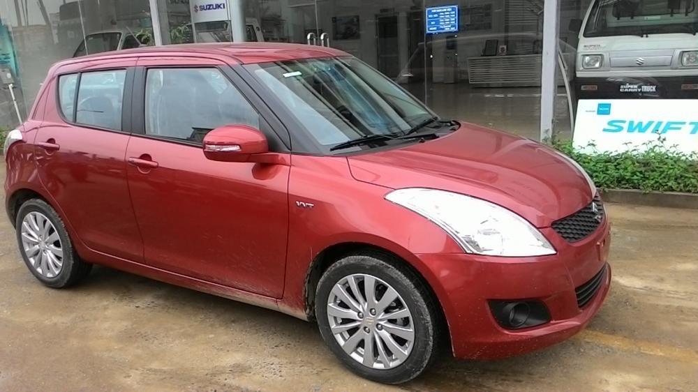 Cần bán xe Suzuki Swift đời 2015, màu đỏ-2