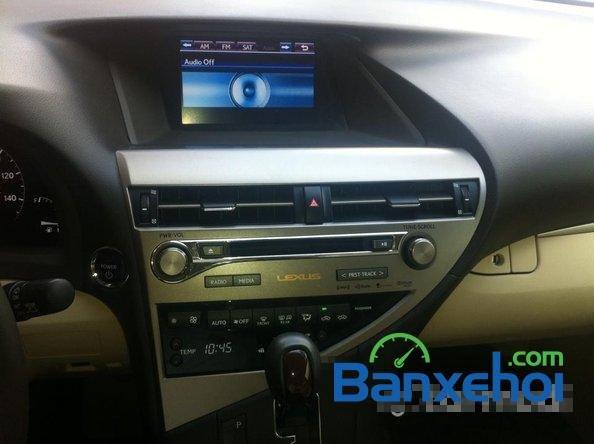Xe Lexus RX 450H cũ màu trắng đang được bán. Xe được sản xuất năm 2012, đã đi 20000 km-20