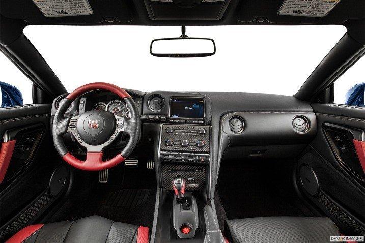 Đánh giá nội thất xe Nissan GT-R Premium 2015