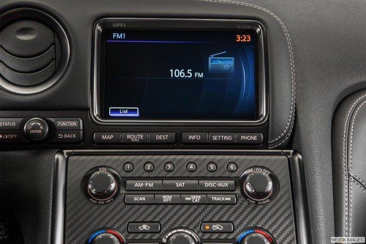 Đánh giá tiện nghi xe Nissan GT-R Premium 2015 1