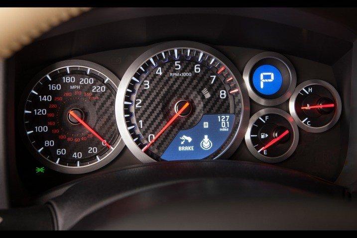 Đánh giá đồng hồ xe Nissan GT-R Premium 2015