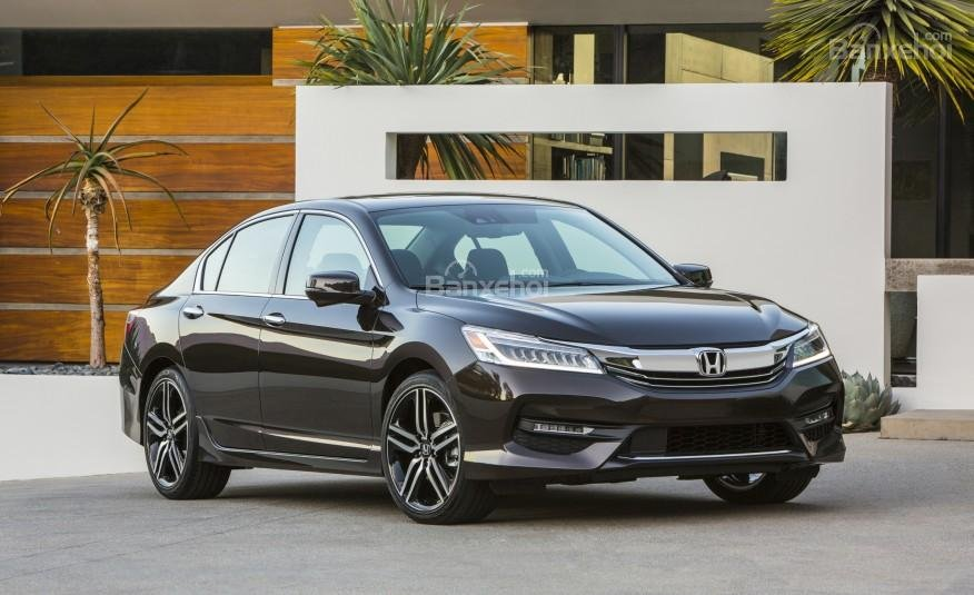 Honda Accord 2016 sở hữu kiểu dáng đẹp, công nghệ hiện đại.