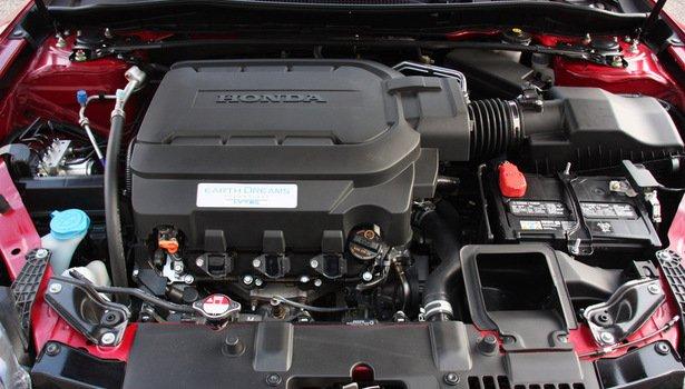 Honda Accord 2016 vẫn sử dụng động cơ cũ, cho sức mạnh vượt trội.