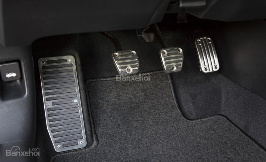 Chân ga, chân phanh của Honda Accord 2016.