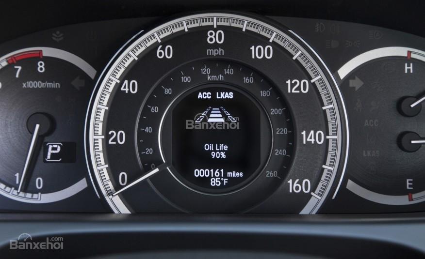 Cụm đồng hồ của Honda Accord 2016.