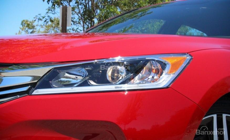 Đèn pha của Honda Accord 2016.