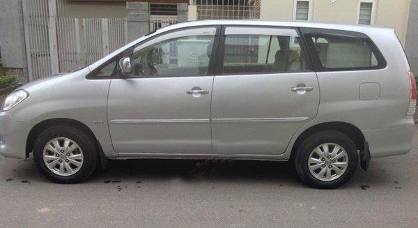 Cần bán lại xe Toyota Innova 2010, màu bạc, giá 573tr-3