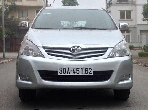 Cần bán lại xe Toyota Innova 2010, màu bạc, giá 573tr-1