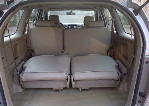 Cần bán lại xe Toyota Innova 2010, màu bạc, giá 573tr-5