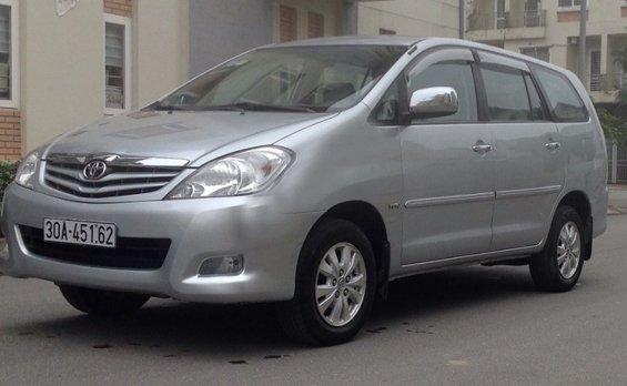 Cần bán lại xe Toyota Innova 2010, màu bạc, giá 573tr-0