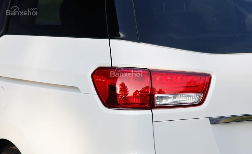 .Đánh giá đuôi xe Kia Sedona 2015