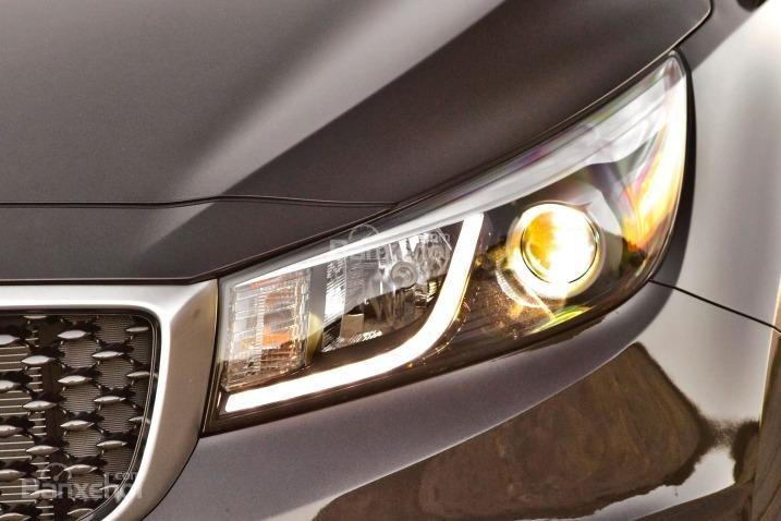 Đánh giá đèn pha xe Kia Sedona 2015