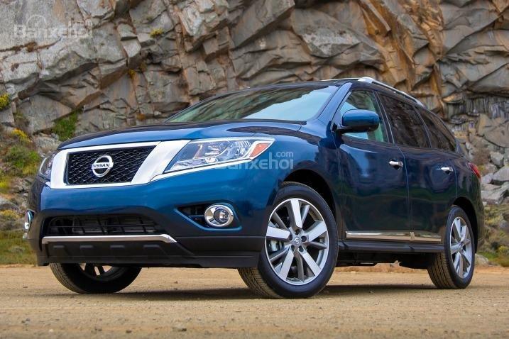 Nissan Pathfinder 2015 sở hữu ngoại hình gọn gàng, bắt mắt.