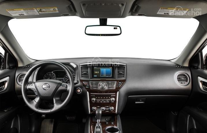 Nội thất của Nissan Pathfinder 2015 rộng rãi với các chi tiết chất lượng.