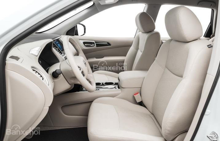 Ghế lái của Nissan Pathfinder 2015.