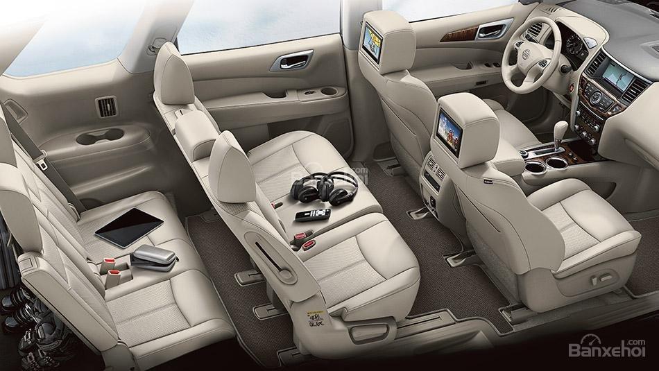 Các ghế ngồi của Nissan Pathfinder 2015 cho cảm giác thoải mái với không gian rộng rãi.