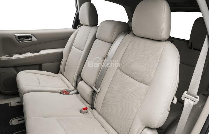 Hàng ghế sau của Nissan Pathfinder 2015.