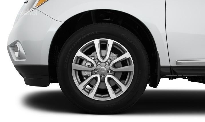 Mâm xe Nissan Pathfinder 2015 18 inch làm bằng chất liệu nhôm.