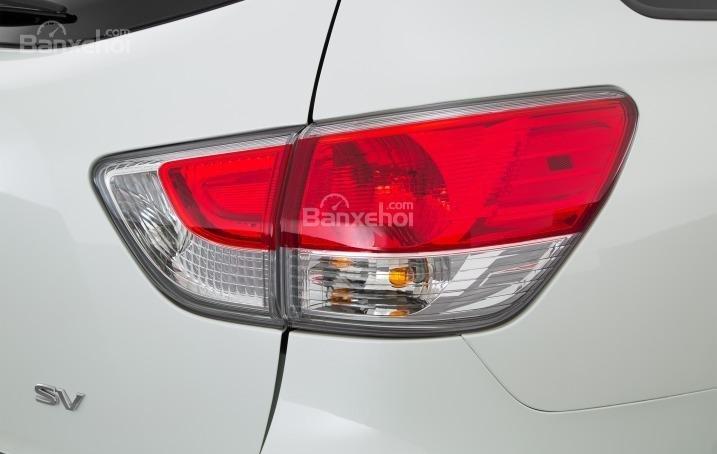 Đèn hậu của Nissan Pathfinder 2015.