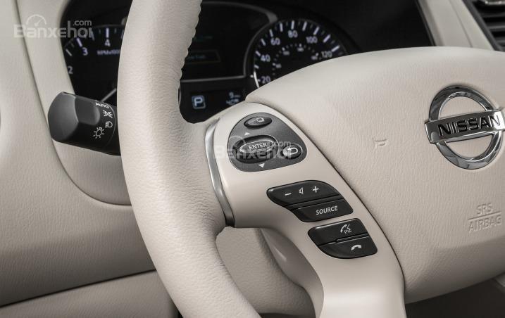 Phím bấm chức năng trên Nissan Pathfinder 2015.