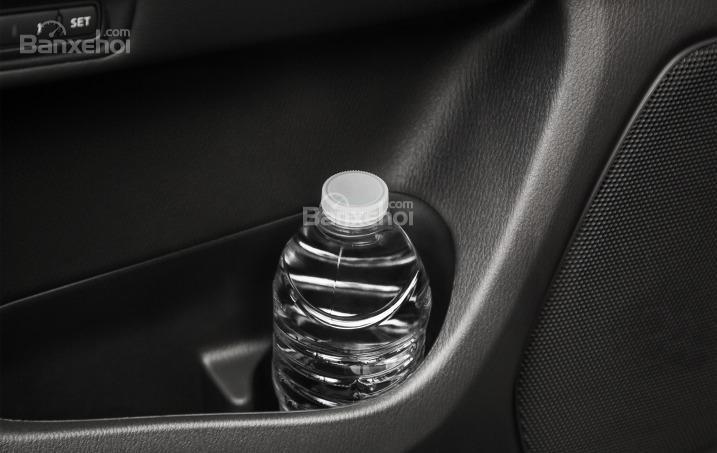 Ngăn chứa đồ trên Nissan Pathfinder 2015.