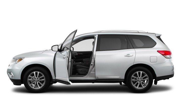 Cửa xe Nissan Pathfinder 2015.