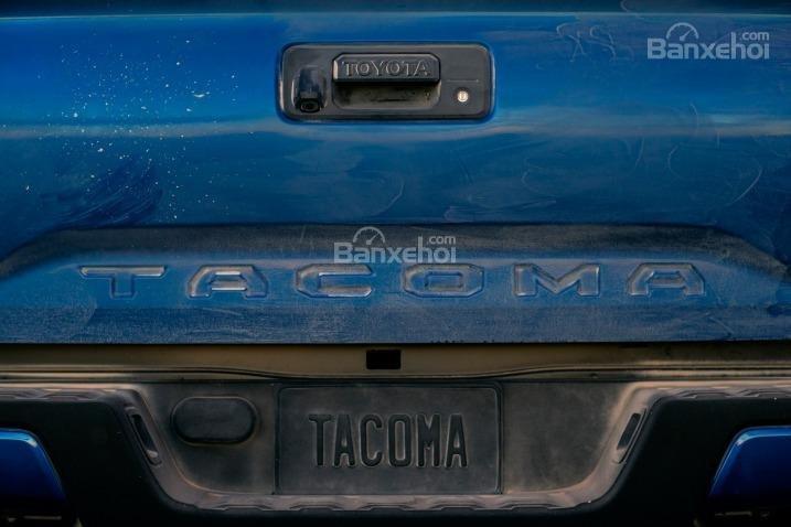 Đánh giá đuôi xe Toyota Tacoma 2016..