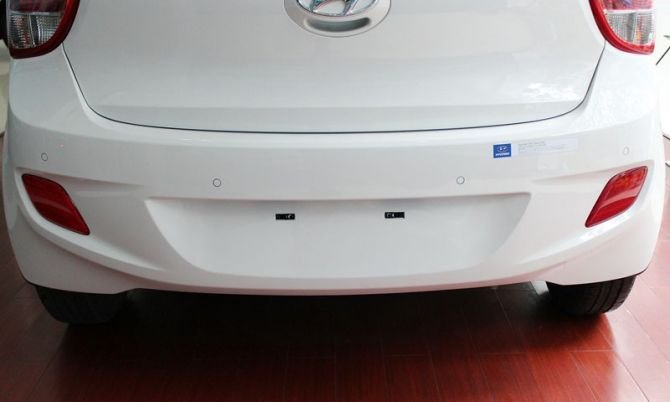 Nhận xét đuôi xe Hyundai Grand i10 2014