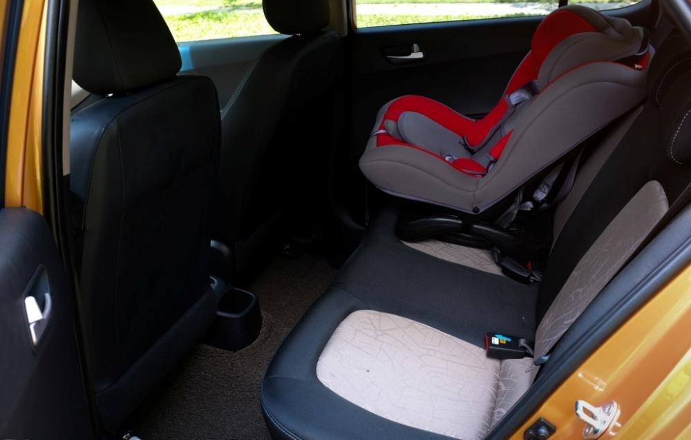 Đánh giá ghế sau xe Hyundai Grand i10 2014