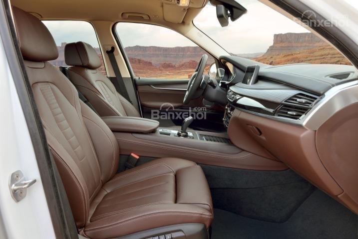 Các ghế ngồi của BMW X5 2015 được thiết kế mới, ôm sát.