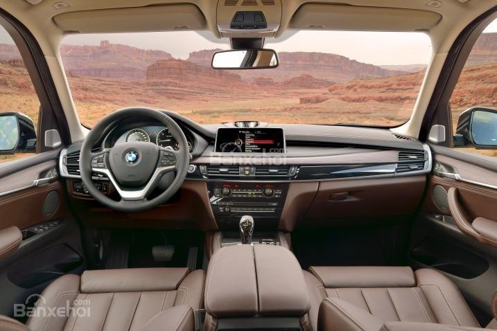 Nội thất của BMW X5 2015 là sự pha trộn khéo léo sự lịch thiệp, đẳng cấp với không gian rộng rãi.