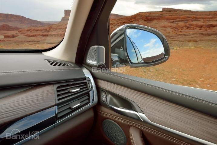 Hộc gió điều hòa trên xe BMW X5 2015.