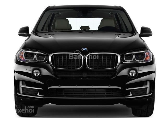 Đầu xe BMW X5 2015 nổi bật với lưới tản nhiệt hình quả thận đặc trưng.