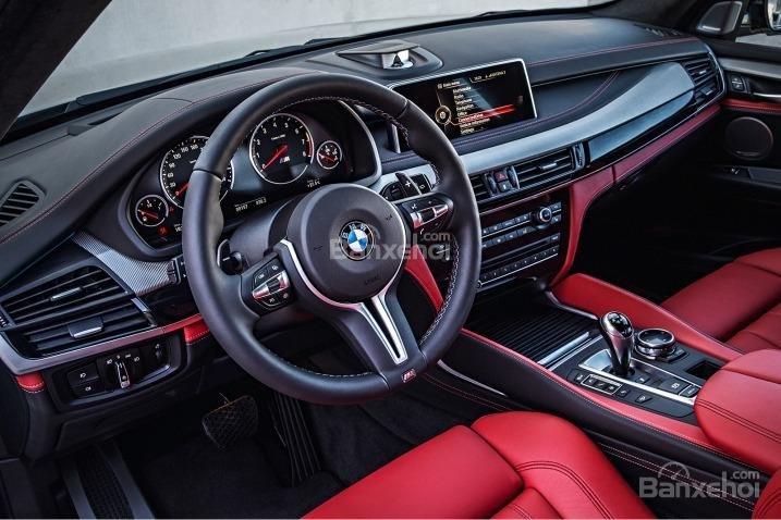 BMW X5 2015 sử dụng vô-lăng 3 chấu có tích hợp các phím bấm chức năng.