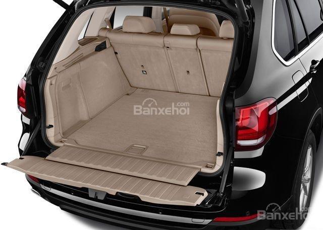 Thể tích khoang chứa đồ của BMW X5 2015 có thể thay đổi linh hoạt.