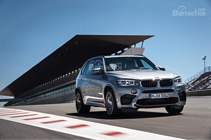 BMW X5 2015 có không gian nội thất rộng rãi và cảm giác lái tuyệt vời.