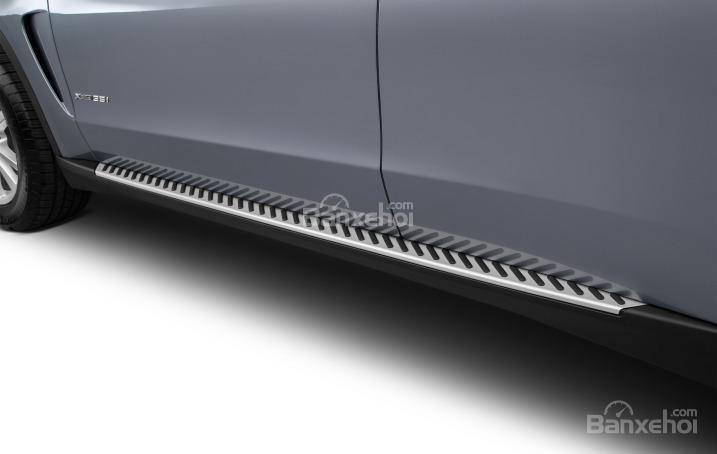Bệ bước của BMW X5 2015.