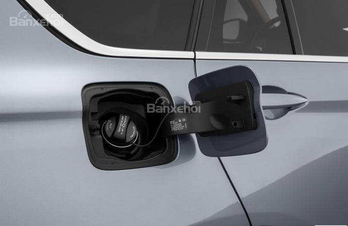 Nắp binh nhiên liệu của BMW X5 2015.