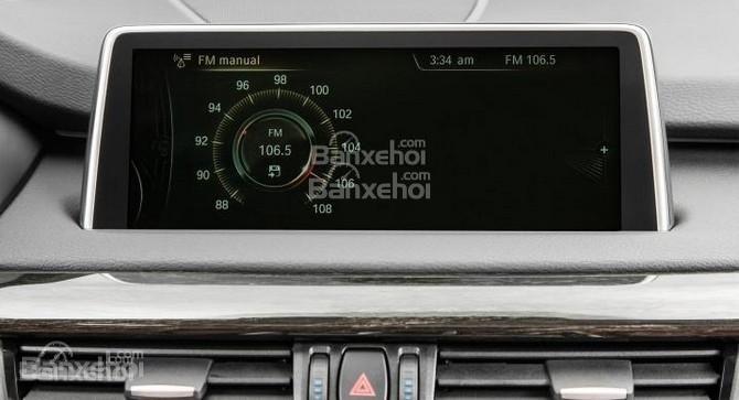 Các phiên bản X5 2015 đều sở hữu màn hình cảm ứng 10.2 inch, độ phân giải cao cùng hệ thống giải trí iDrive.