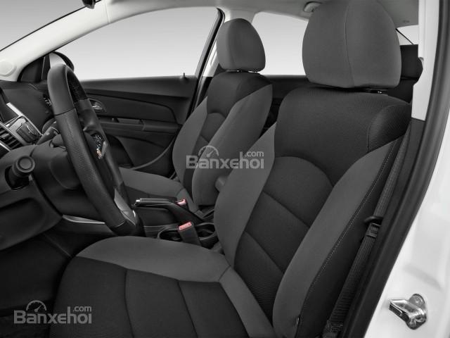 Ghế ngồi của Chevrolet Cruze 2016 được bọc da cao cấp.