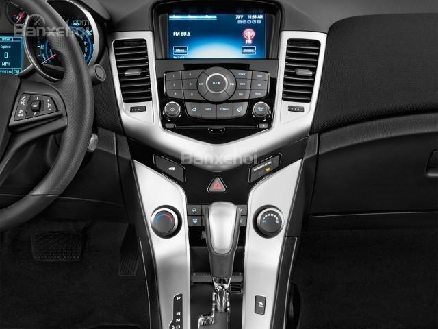 Bảng điều khiển của Chevrolet Cruze 2016.