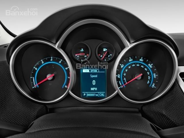 Cụm đồng hồ lái của Chevrolet Cruze 2016.