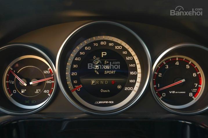 Đánh giá đồng hồ xe Mercedes-Benz E-Class 2015