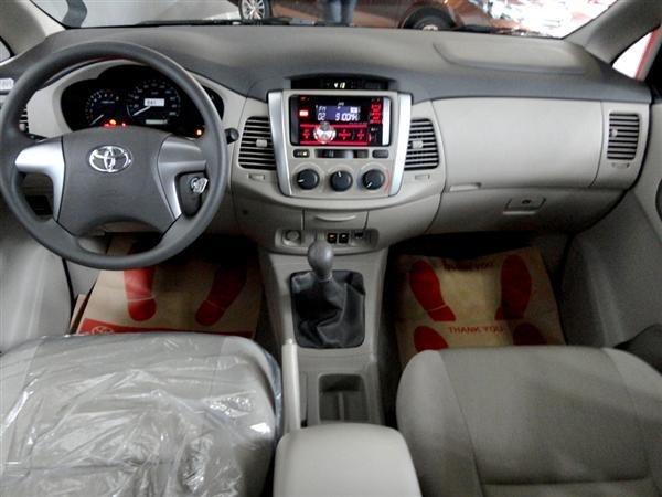 Toyota An Thành Fukushima cần bán Toyota Innova 2.0 E 2015, màu bạc-5