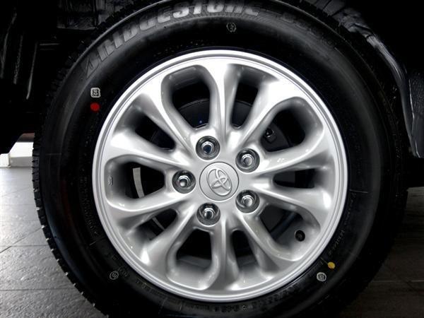 Toyota An Thành Fukushima cần bán Toyota Innova 2.0 E 2015, màu bạc-6