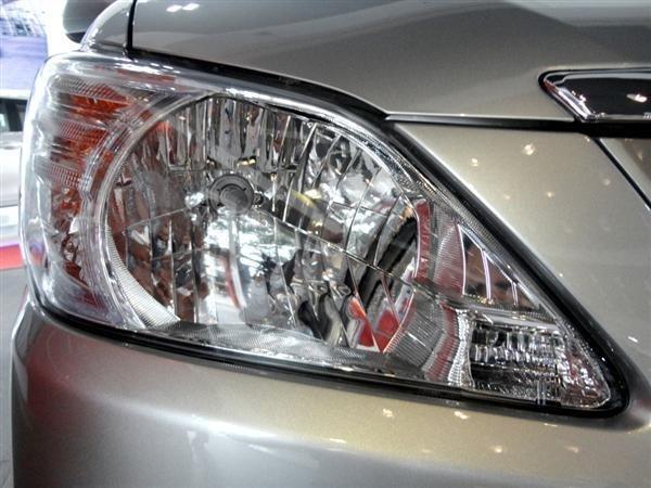 Toyota An Thành Fukushima cần bán Toyota Innova 2.0 E 2015, màu bạc-0