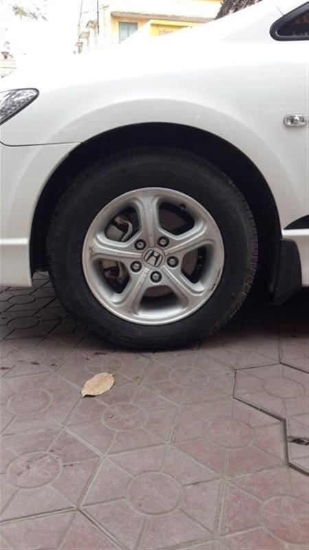 Cần bán xe Honda Civic sản xuất 2011, màu trắng-1
