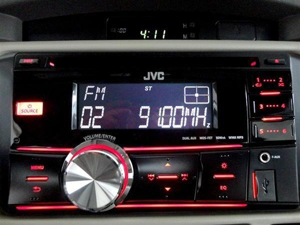 Toyota An Thành Fukushima cần bán Toyota Innova 2.0 E 2015, màu bạc-3