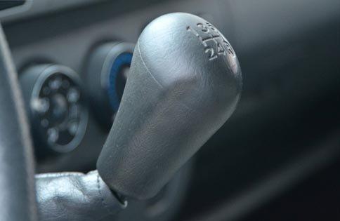Cần bán Toyota Hiace sản xuất 2011, xe đẹp-3