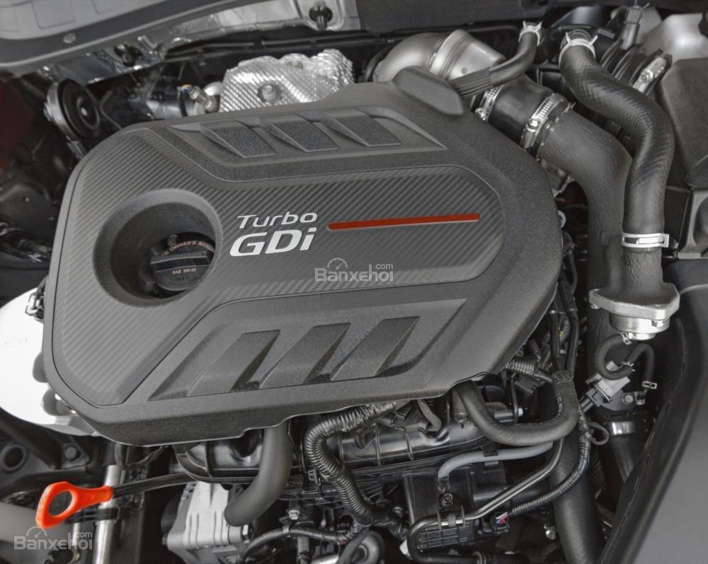 Kia Optima 2016 có 3 phiên bản động cơ nhưng sức mạnh không được cải thiện so với thế hệ trước.